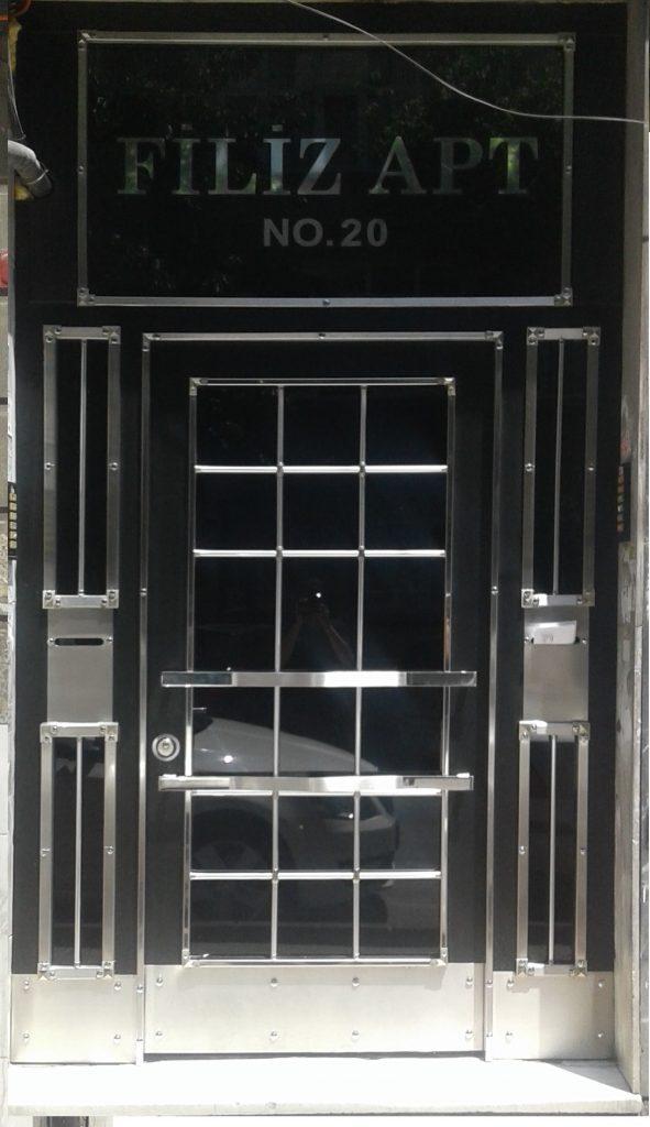 Apartman giriş kapıları fiyat ve modelleri en uygun kapı çeşitleri siyah ve beyaz antrasit renkler istanbul içi hemen kesif montaj
