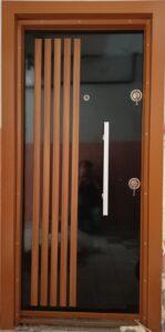 Siyah çelik kapı